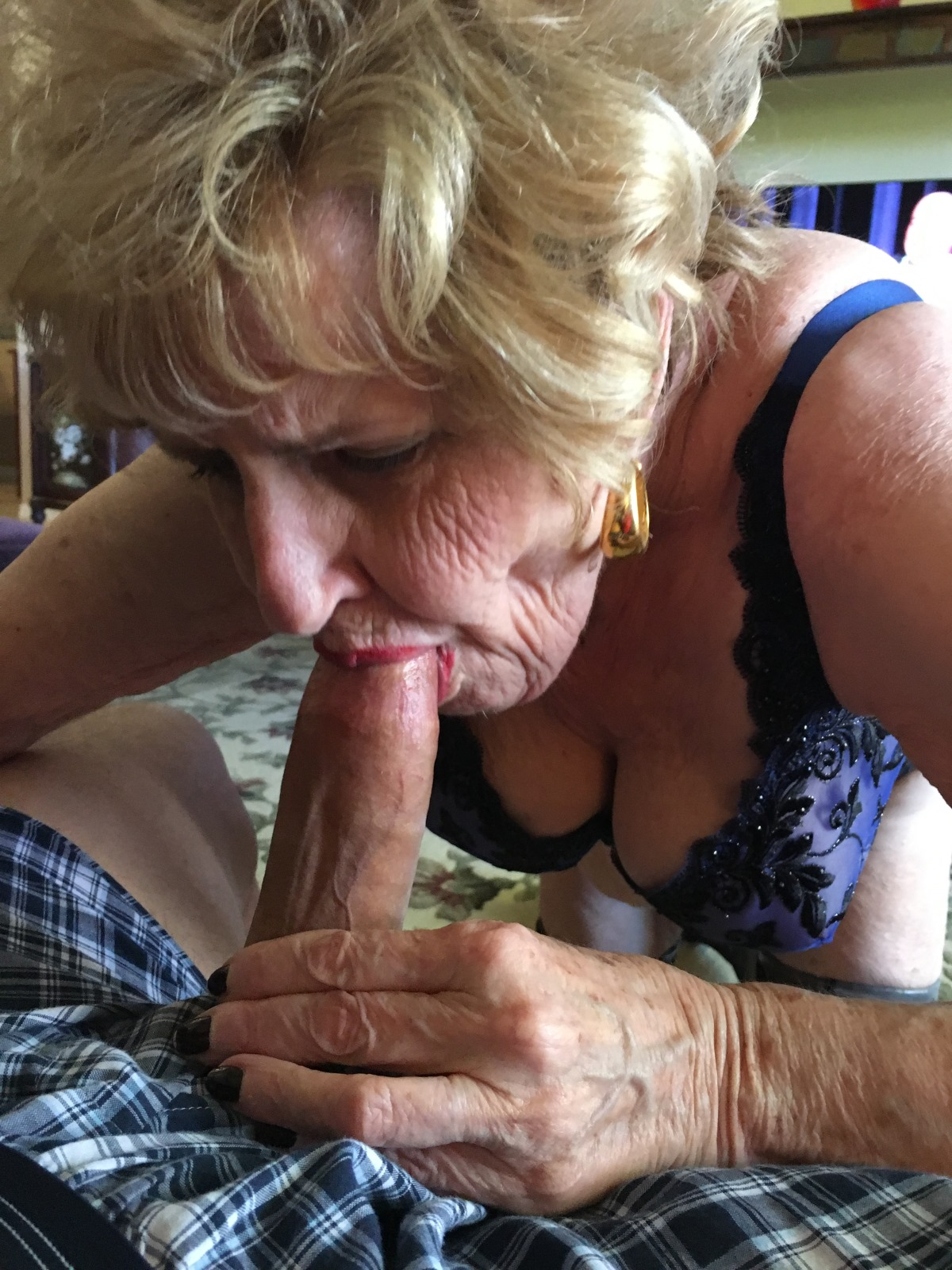 92 years old granny doing deepthroat - 5 9