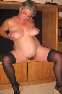 GirdleGoddess - A mature hot and horny goddess with fantastic 42DD curves and a sweet hairy pussy. She will definately look after you
