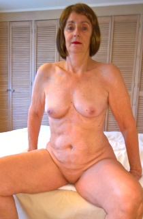 KatKitty - Kat Kitty is a mature lady with a sexy firm figure, a smooth shaved pussy and a delicious ass. This Kat deserves the cream