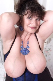 The original mature swinging Essex housewife. Kims 40GG curves are guaranteed to drive you wild.