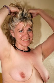 Penny is a bisexual 54 year old sex mad MILF from London who loves getting down and dirty on camera