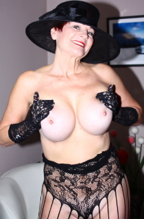 This busty British MILF is certainly the Queen of amateur porn. Check out her awesome curves