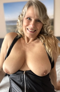 Susi is a gorgeous blonde German MILF with a perfect mouth-watering butt that will leave you drooling for more