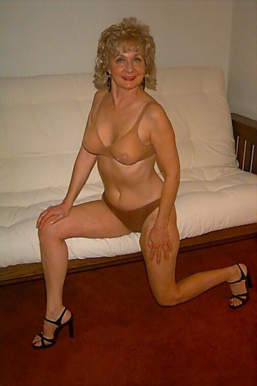 Amateur milf women nude