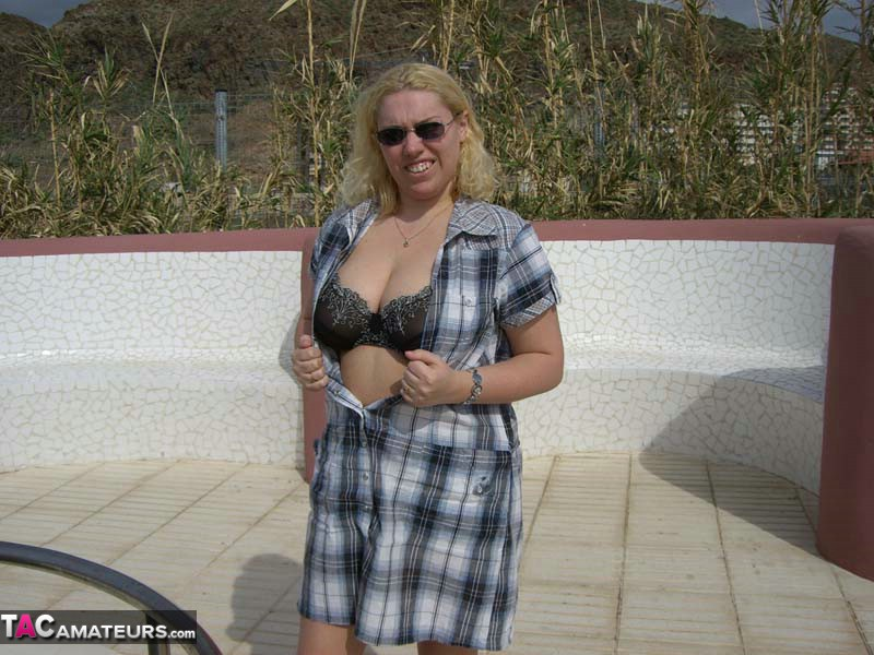 Nude chubby moms posing solo tgp