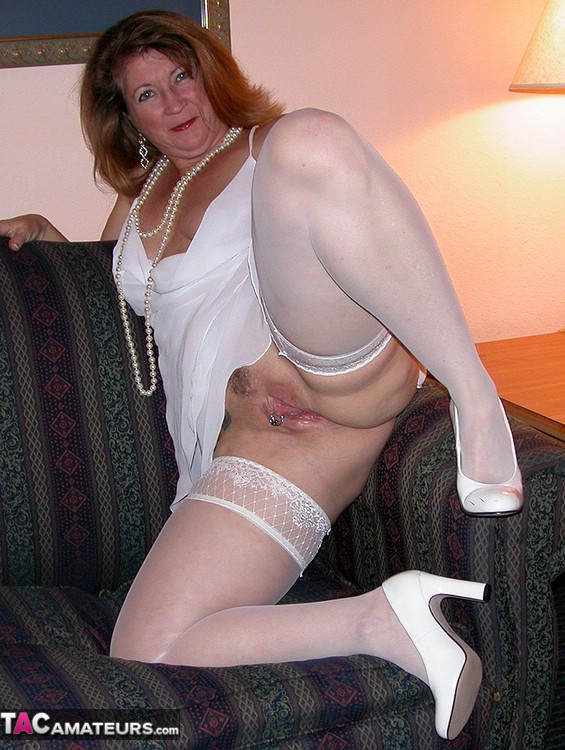 Devlynn A Mature American Swinger Who Enjoys Sex With Guys And Girls