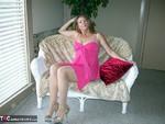 Devlynn. Pretty In Pink Free Pic 1