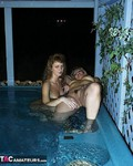 Reba. Hot Tub Heaven Free Pic