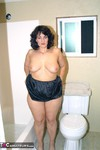 Reba. Getting Ready to Bath Free Pic 9