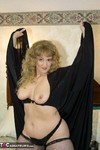 Reba. Blondy Glams It Up Free Pic 8
