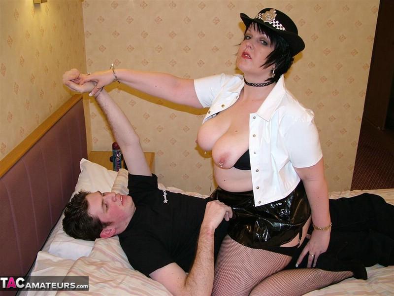 policières exhibitionnistes (GB)