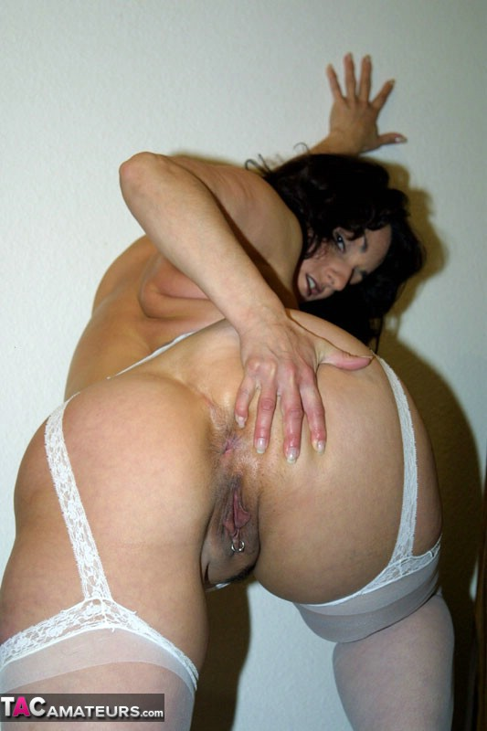 Big boobed milf lady sonia giving handjob and blowjob to a s 8