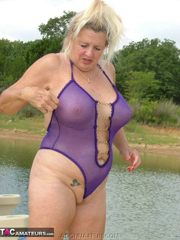 Mature swimsuit tgp