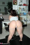 Reba. Making Salon Appts Free Pic 3