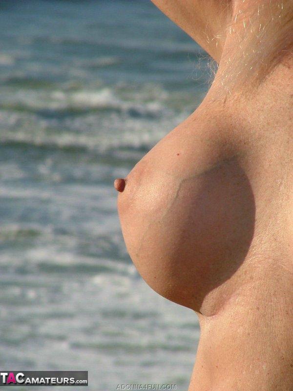 seins d'amatrices américaines à la plage