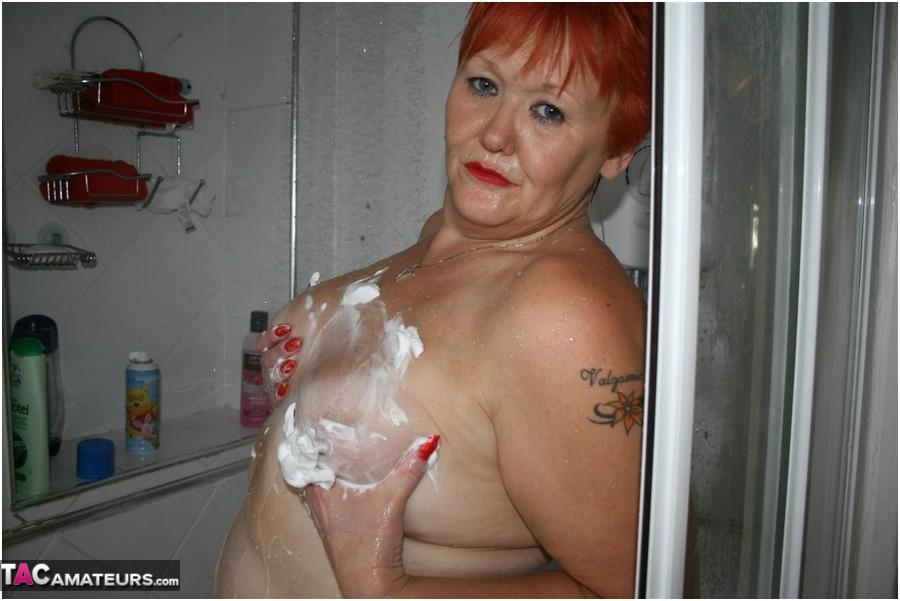 Amateur shower soapy women