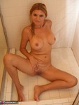 SweetJenny. Shower Time Free Pic