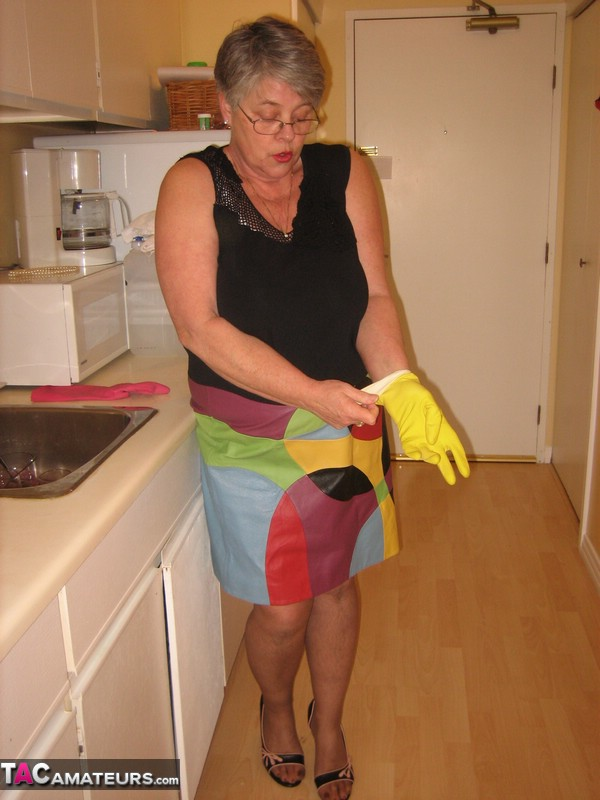 Sexy grannies in gloves