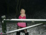 Barby. Barby Playing In The Snow Free Pic 1