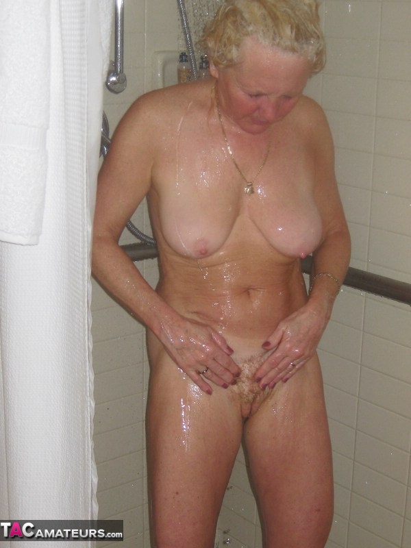 blow jobs in shower pornotube