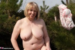 SpeedyBee. Stripping In The Country Free Pic 7