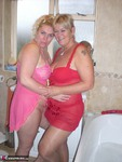Barby. Barby & Raz's Bathroom Fun Free Pic 1