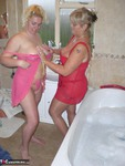 Barby. Barby & Raz's Bathroom Fun Free Pic 3