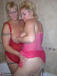 Barby. Barby & Raz's Bathroom Fun Free Pic 18
