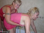 Barby. Barby & Raz's Bathroom Fun Free Pic 19