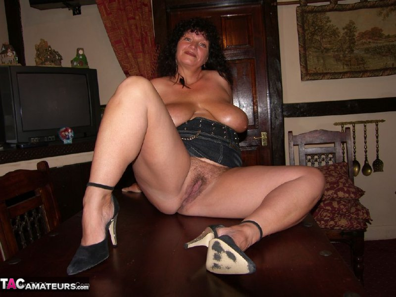 Free mature busty milf porn