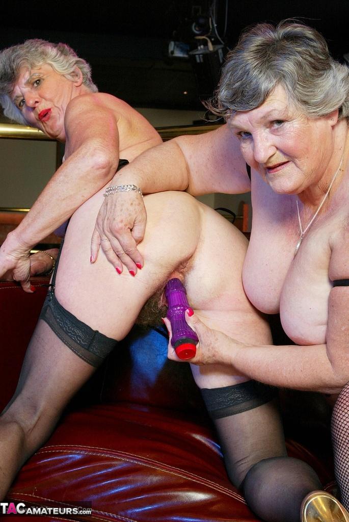 Four british lesbians get it on down the pub - 2 3