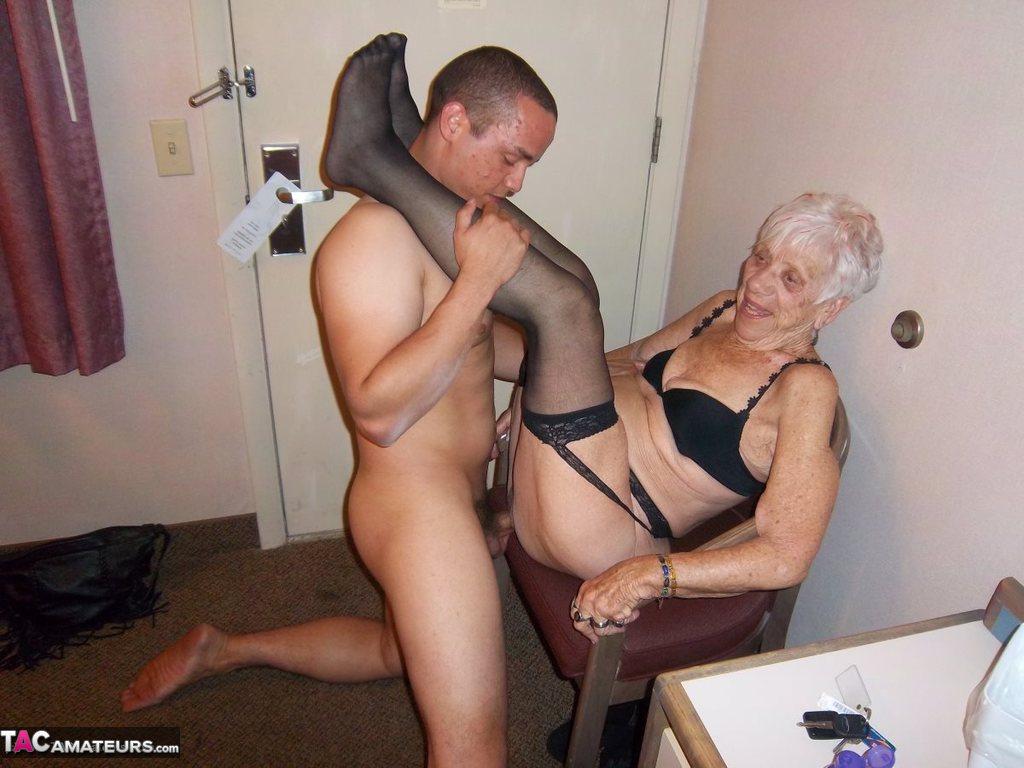 Amateur mature granny cfnm