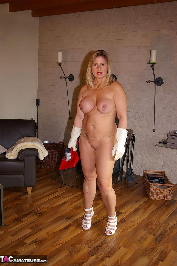nude housework doing Amateur mature women
