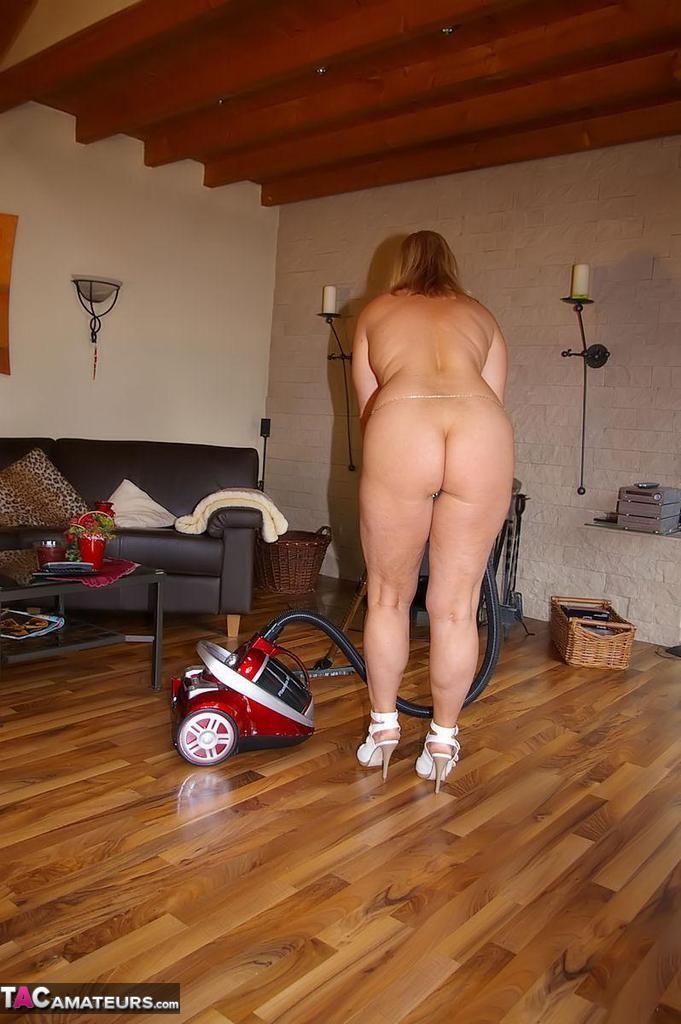 Nude housework pics