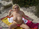 Barby. A Bit Of Sun & Sand Free Pic 2