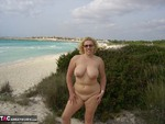 Barby. A Bit Of Sun & Sand Free Pic 4