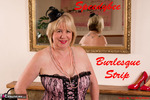 SpeedyBee. Burlesque Strip Free Pic 1