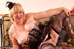 SpeedyBee. Burlesque Strip Free Pic 9
