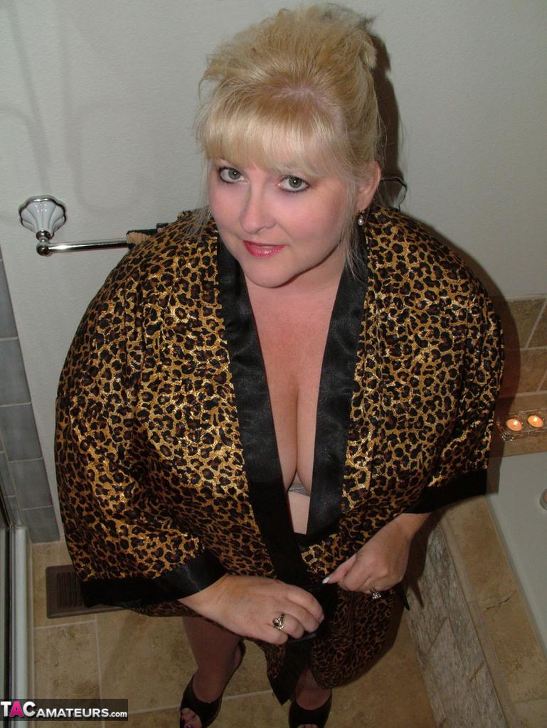 Taffy (USA) dans la salle de bains
