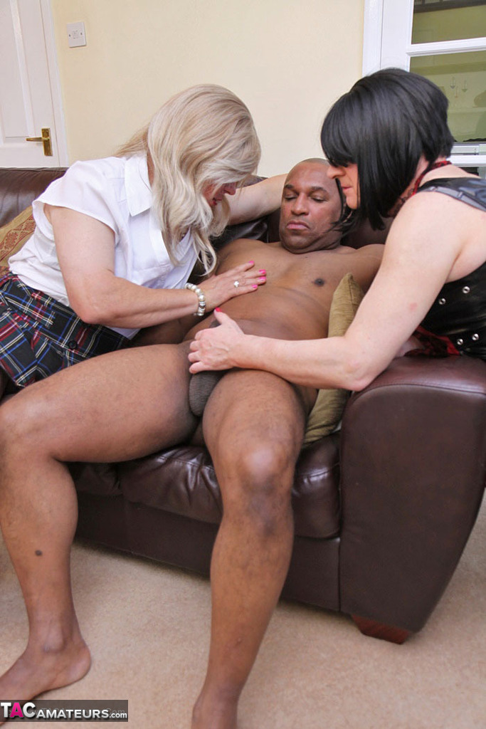 Interracial threesome thumbnail