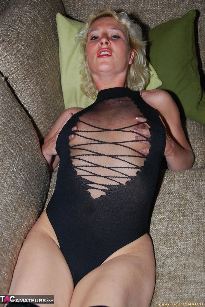 Milf houewife pussy homemade x hamster