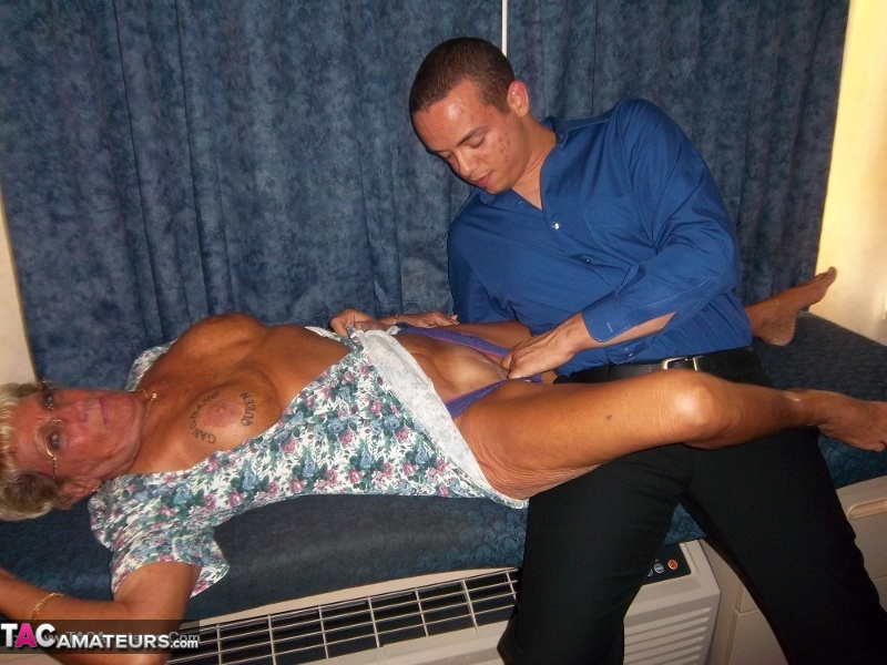 Showing porn images for cougar champion porn