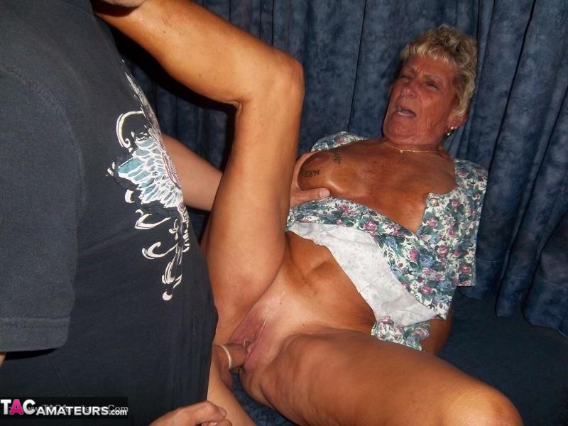 Natural tits slut close up orgasm