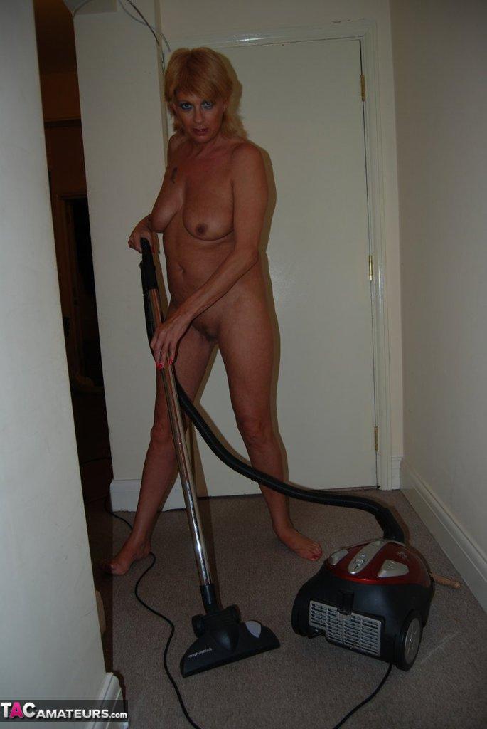nude-hoovering