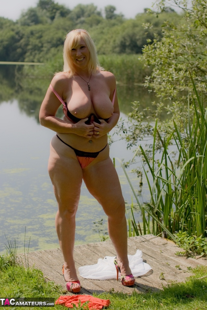 Melody –  Londres (Angleterre) outdoor flashing