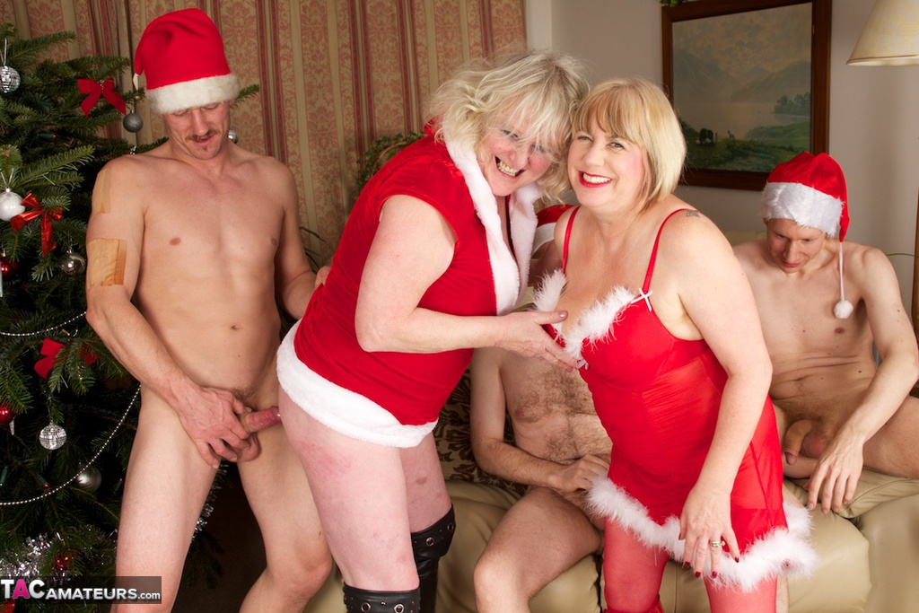 British milf tori loves her easy access pantyhose - 1 part 5