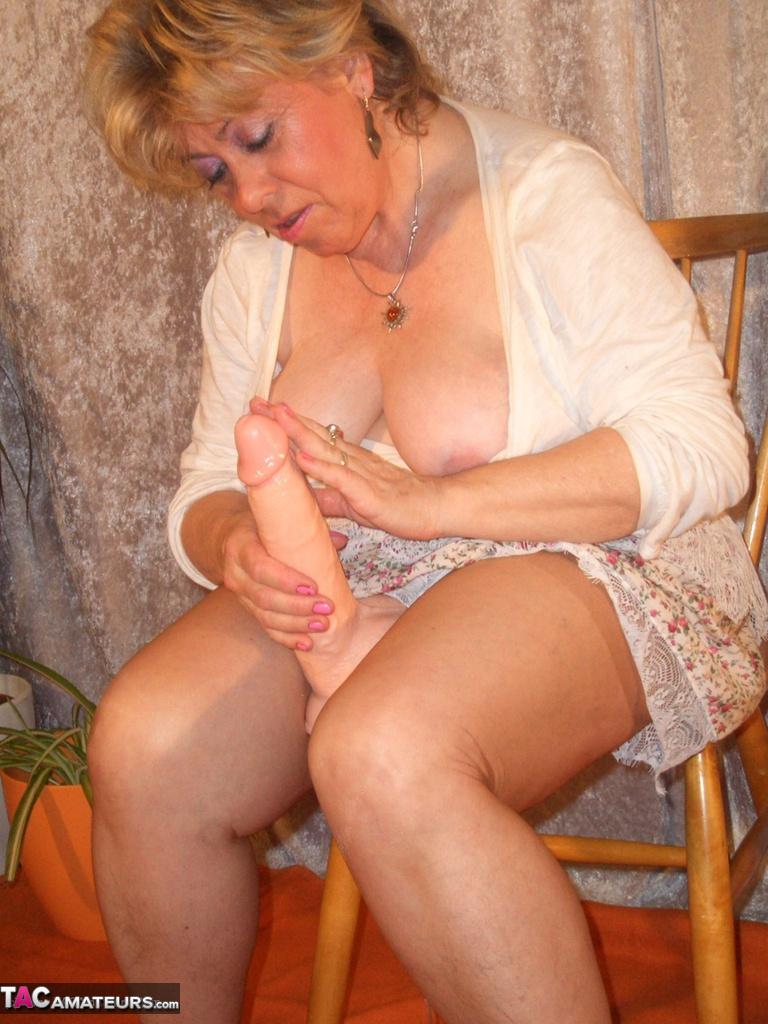 Hirsuite Pussy Granny Riding A Big Dildo Free Pic 19-8230