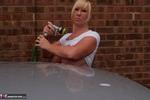 Melody. Car Wash Free Pic 12