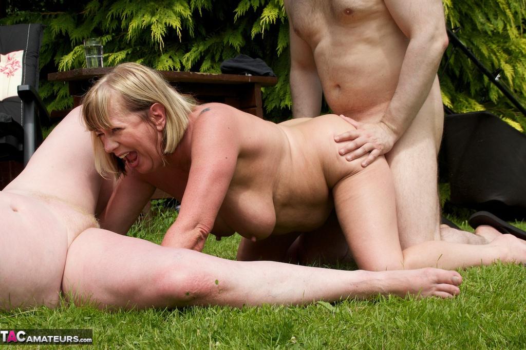 Бесплатное порно зрелые женщины на природе 31085 фотография