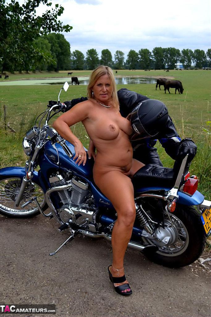 old-biker-momma-nude-masters-of-sex-topless
